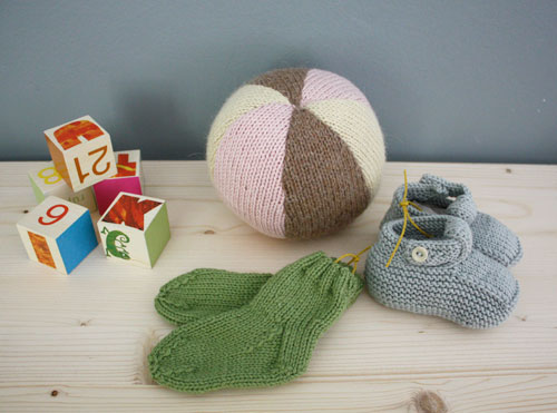 BKids_give_knittedset