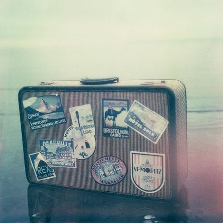 Cartel suitcase pola