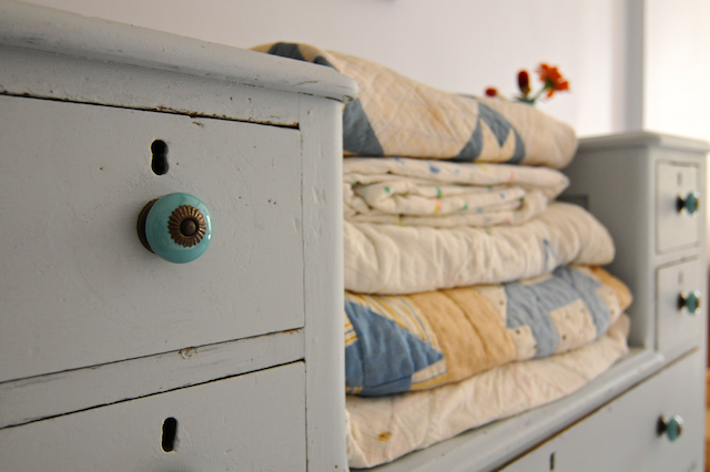 Dresser (2)