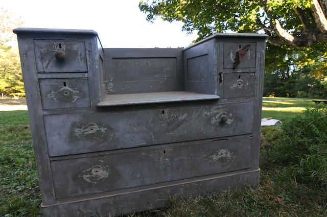 Dresser (3)