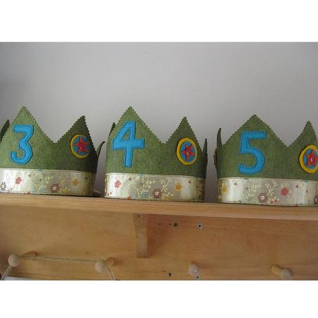 Waldorf-birthday-crowns-green