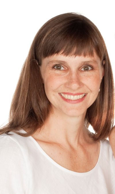 Julie Single 667 x 1127