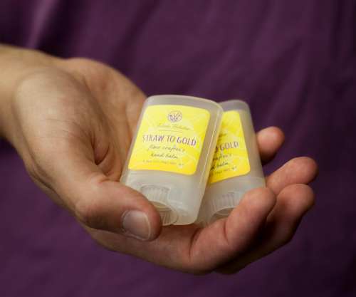 Starw-to-gold-crafter's-balm-in hand